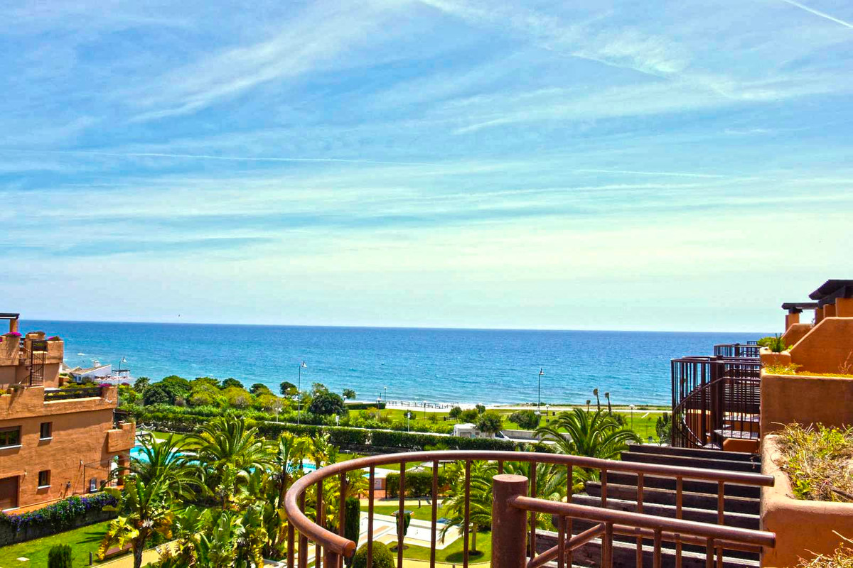 Penthouse in one of the best frontline complex in Estepona, 10 min walking to the center and close t,Spain