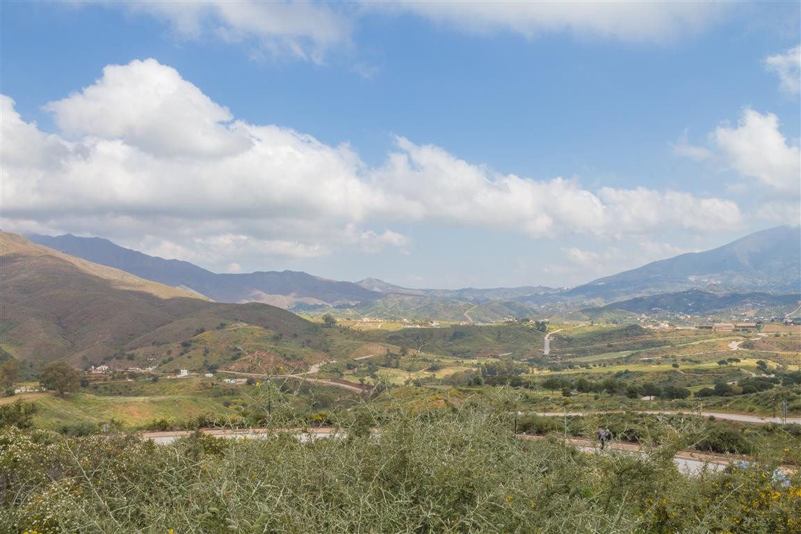 Excellent large plot, great value, located in la Cala Golf Hotel Spa Resort, the largest Golf Resort, Spain