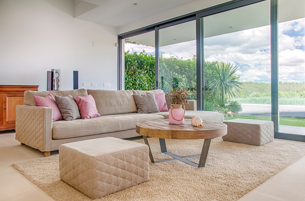 This is a stunning, bright, modern, and spacious luxury Villa on the Polo grounds of San Enrique/Sot,Spain