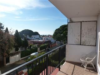 Bargain apartment that is just 10 minutes walk to the beach, the Old town, the main bus station and ,Spain