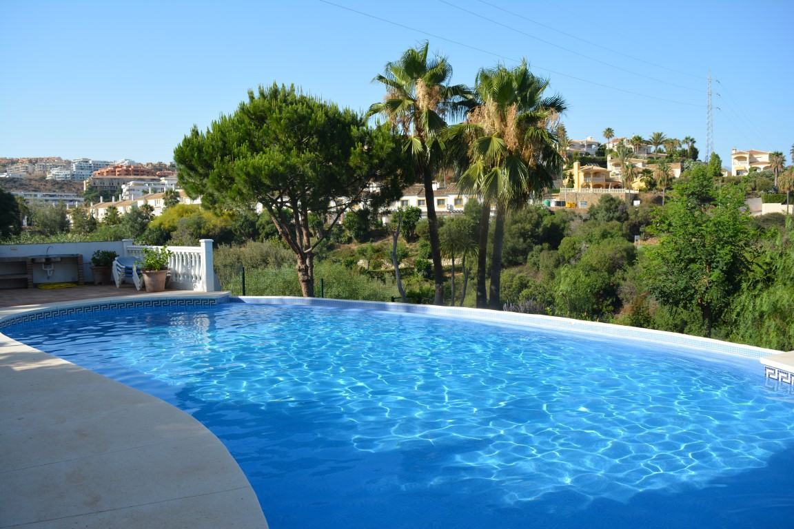 Lovely semi-detached house on 2 floors, beautifully positioned at the end of an immaculate well main,Spain