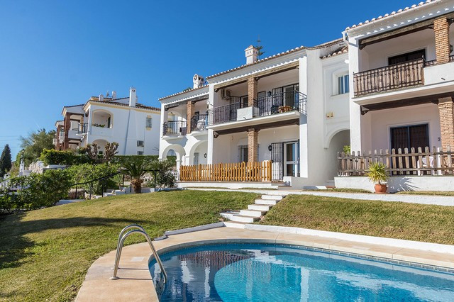 This stylish property is located in the beautiful surroundings of the prestigious Mijas Golf. The pr, Spain