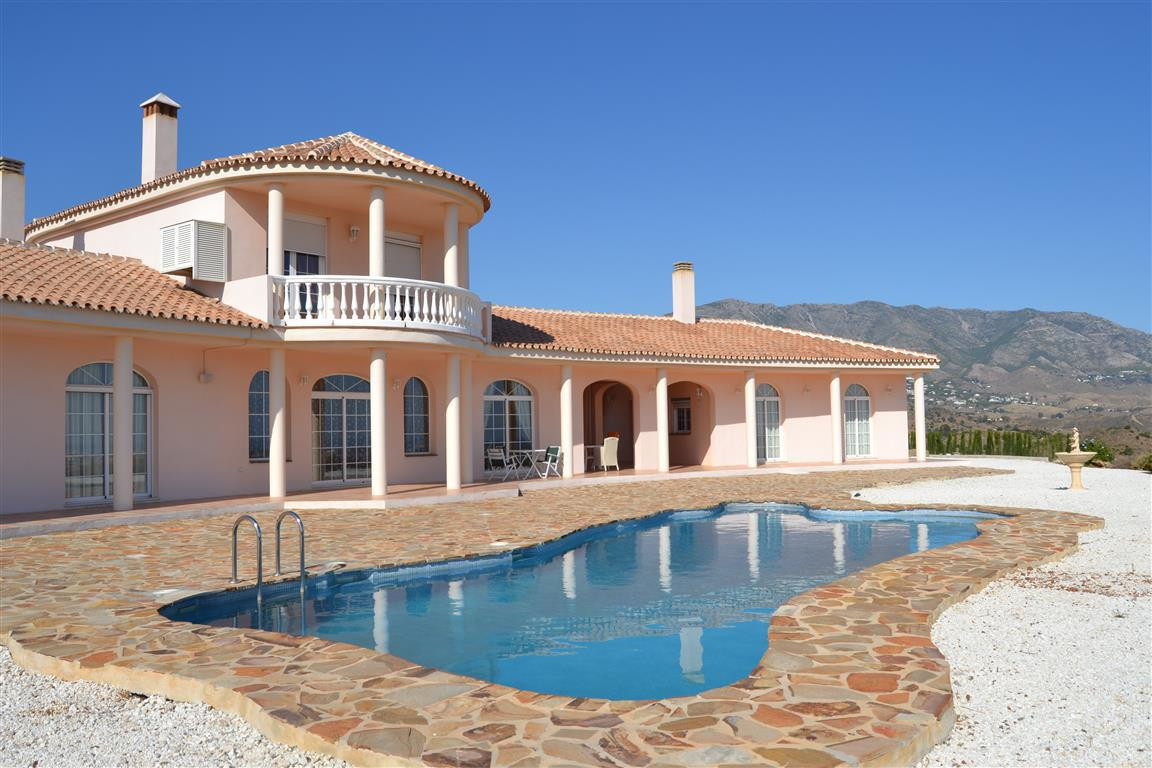 COMPLETELY PRIVATE, NOT OVERLOOKED, ON PRIVATE CAMINO, 15.000 SQ MTS TOTALLY SECURED, UNNINTERRUPTED,Spain