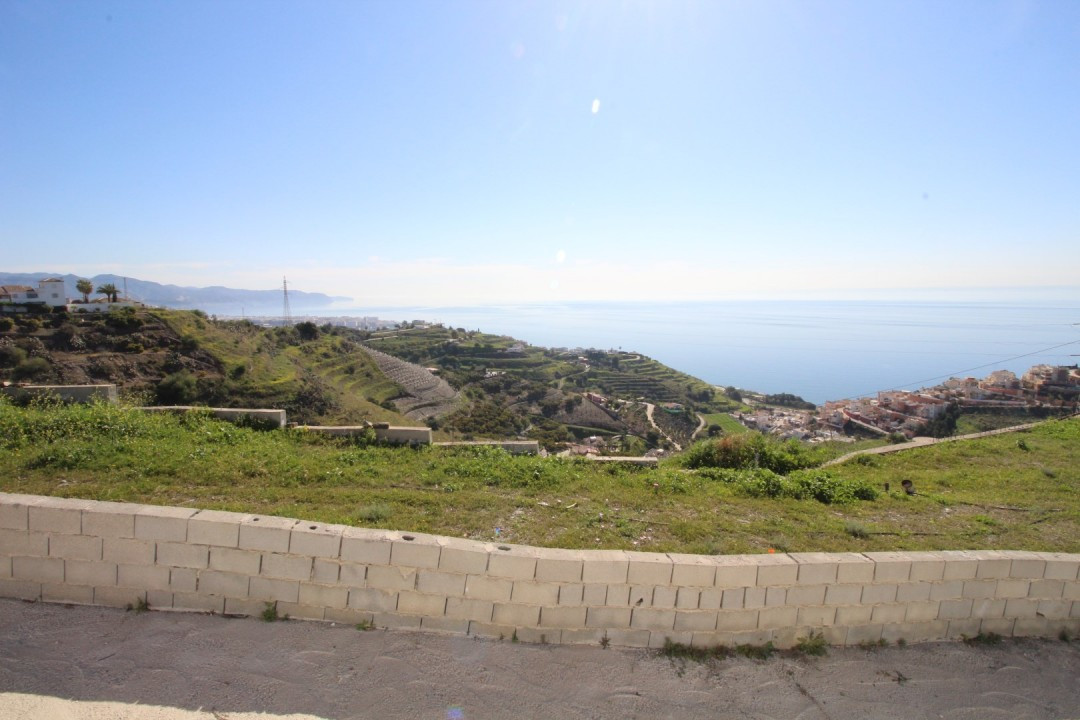 Beautiful estate in Torrox with spectacular views to the sea. The estate is divided into two floors,, Spain