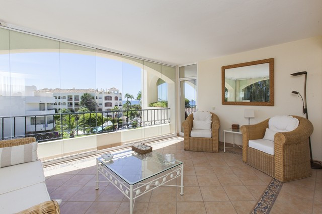 Wonderful Apartment on a second floor in Hacienda Playa, Elviria, with stunning sea views. The Apart Spain