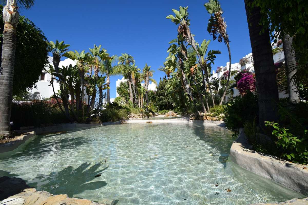 GREAT PROPERTY IN MARBELLA HILL CLUB WITH LARGE TERRACE Large property located in the well-known are,Spain