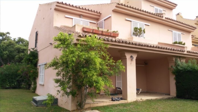Luxury townhouse development located in San Roque.  This Duplex has an area of 209 sqm on two floors,Spain