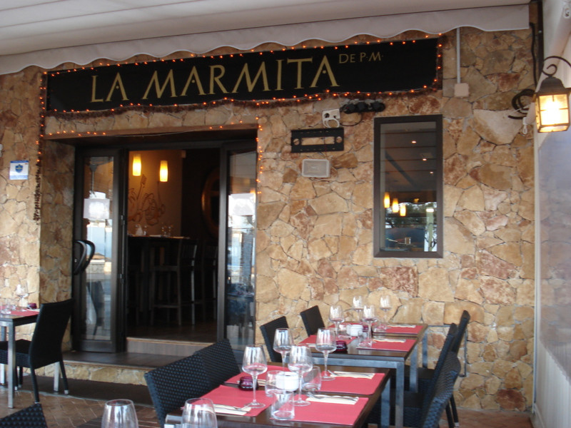 Fantastically positioned Restaurant located in the Paseo Maritimo Fuengirola.   Professional well-eq,Spain