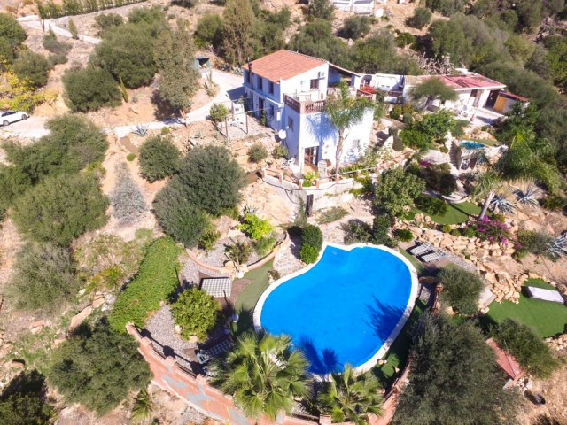 OPPORTUNITY! IDEAL FOR BED & BREAKFAST!!!!  Finca with 4 independent apartments, large sunny ter,Spain