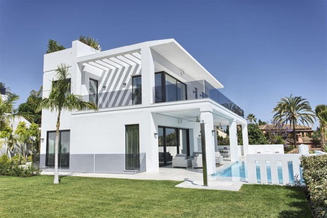 Modern Style Contemporary villa for sale in Marbella Golden Mile. True James Bond Style villa with a, Spain