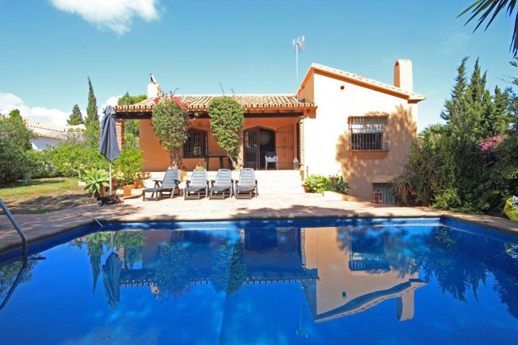 REDUCED FROM 525.000€! This very private villa is set in over mature lush gardens of 1.530m2 on one ,Spain
