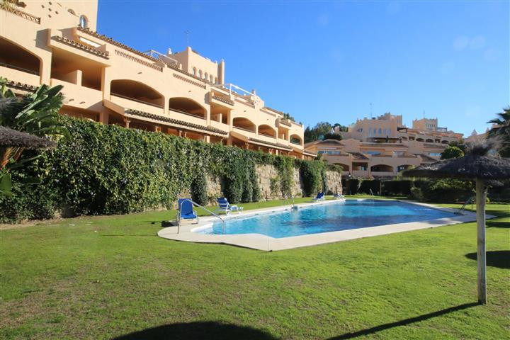 A spacious open plan south west facing apartment in Upper Elviria, but comfortably within a 2/3 minu, Spain