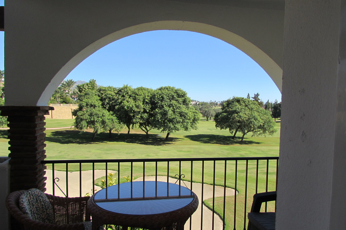 This is a fabulous 2 bedroom, 2 bathroom apartment. It's incredibly spacious and gets a lot of n,Spain