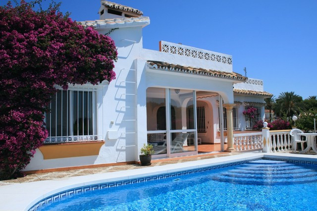 This lovely one level villa is situated at just 200 metres from the beach, and a short walk to la Ca,Spain