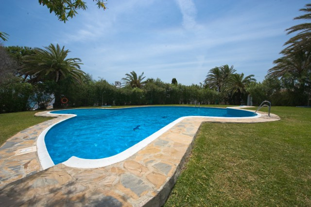 Originally listed for 360,000€ and recently reduced to 249,000€. Beautiful and spacious townhouse en,Spain