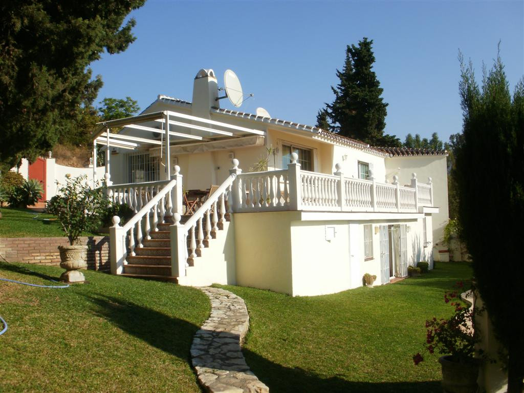 Immaculate 4 bedroom villa with great sea views.  The property is fenced with an electric gate that ,Spain