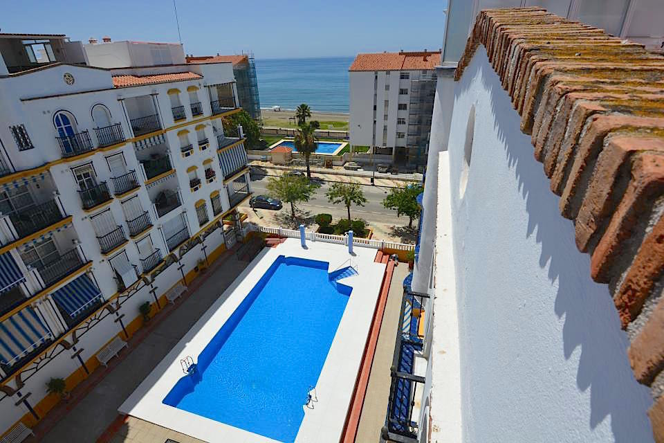 OPPORTUNITY! Duplex penthouse for sale on second line beach with sea views at an exceptional price. ,Spain
