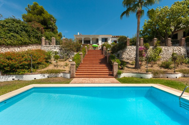 Excellent opportunity to acquire a business that works fantastically today. The house has several se, Spain