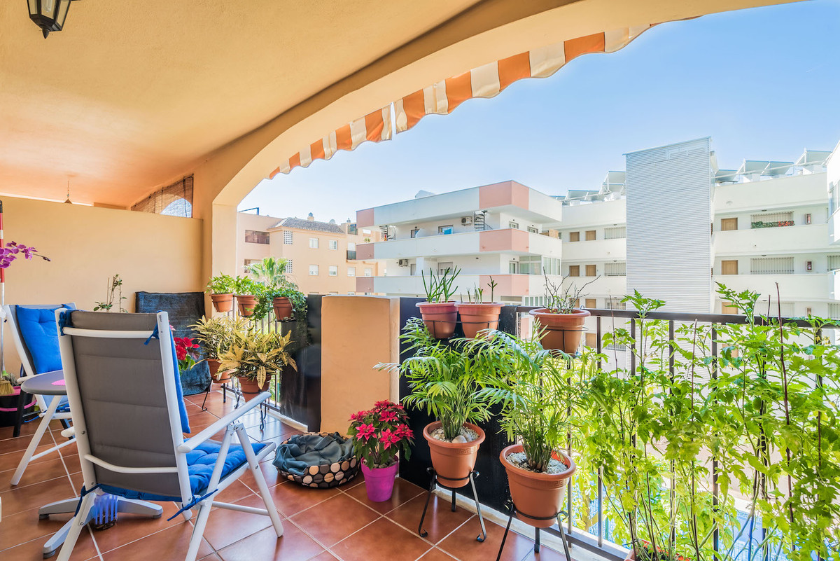 Nice one bedroom apartment for sale in Los Pacos with renovated kitchen, central heating / cooling s, Spain