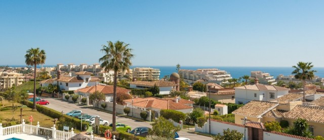 Well-presented apartment 2 bedroom apartment, located on a stablish community, walking distance to t, Spain