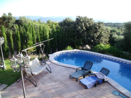 For sale detached house isolated, with 890 m2 plot, 300 m2. In main floor. - Hall, kitchen with fire,Spain