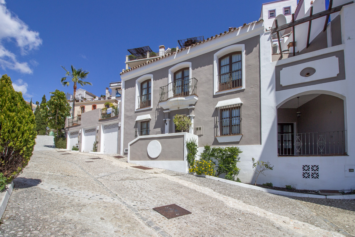 A classic 2 story townhouse situated in the award winning Urbanisation of La Heredia, close to one o,Spain