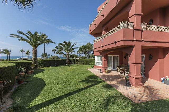 **Location Location Location** This garden apartment has huge potential, features three bedrooms, tw,Spain