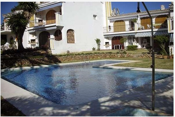 Excellent property located in the well known urbanisation of Riviera del Sol located just 150m from , Spain
