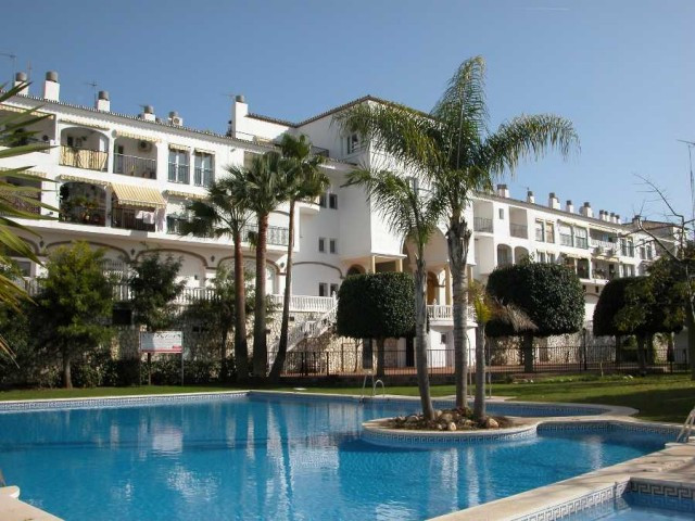 Well-presented studio apartment located in a residential complex just outside Fuengirola with very e,Spain
