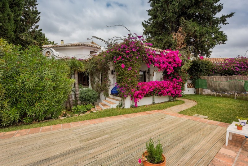 Villa for sale in Sitio de Calahonda, Mijas Costa, with 4 bedrooms, 3 bathrooms, the property was bu, Spain