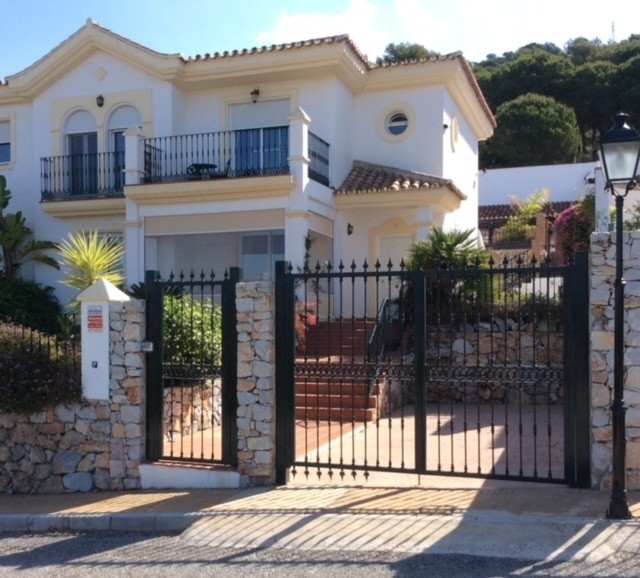 Absolute beautiful property on the Alhaurin golf course offering a villa in very good condition with, Spain