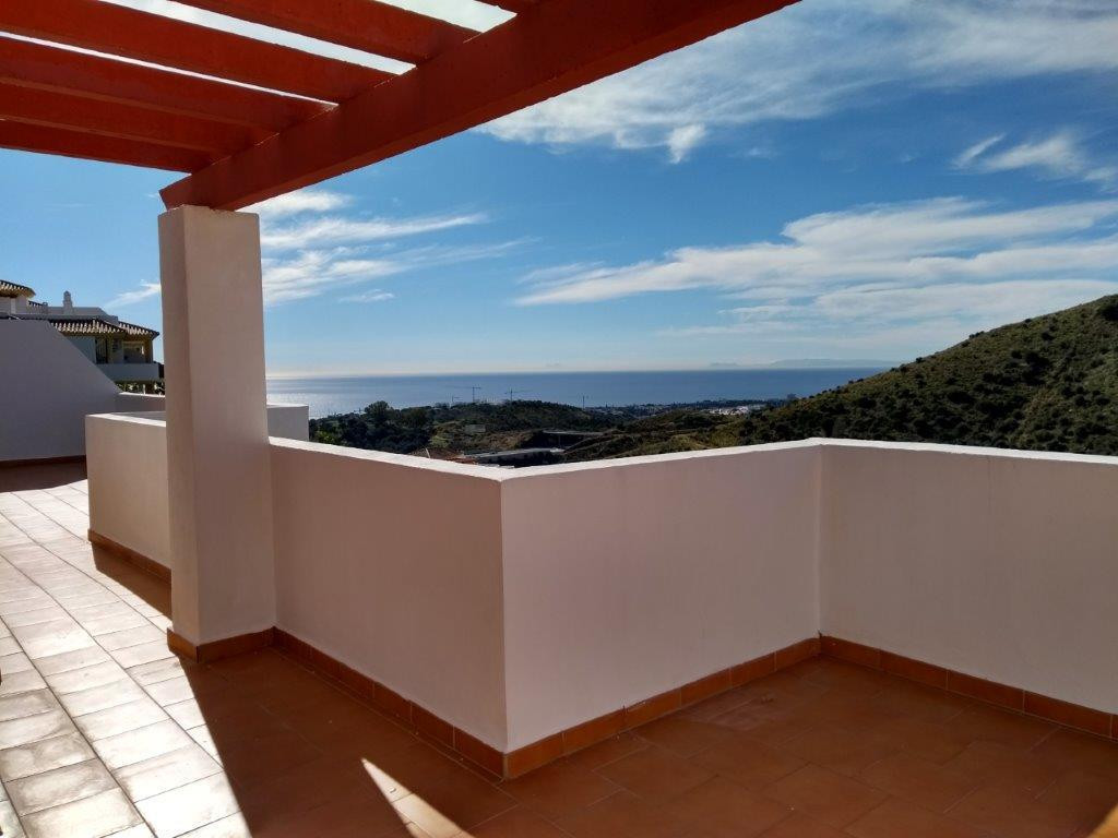 Large and sunny south-west facing penthouse on the top of Calahonda with stunning panoramic sea view,Spain