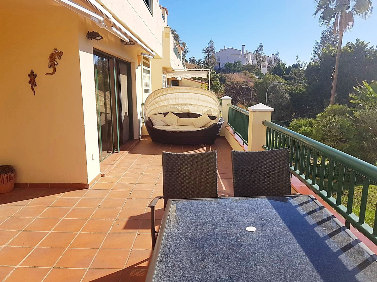 Gorgeous spacious and bright 2 bedroom 2 bathroom first line golf apartment with big terrace in a we, Spain