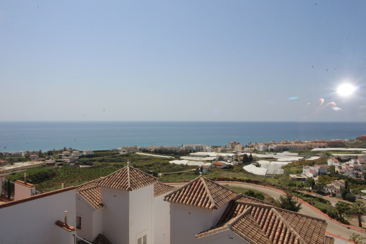 Fantastic townhouse newly built in Torrox Park. The property has a total construction of 145 m2 and , Spain