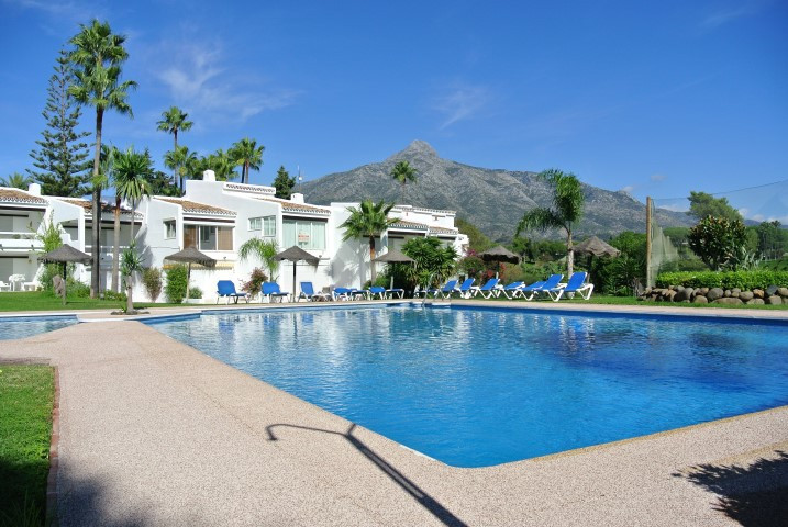 A fabulous garden apartment in the heart of Aloha, only a short stroll to popular shops, bars and re, Spain