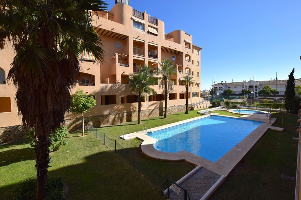 Great 2 bedroom apartment located in Fuengirola, lower part of Los Pacos. Within walking distance to, Spain