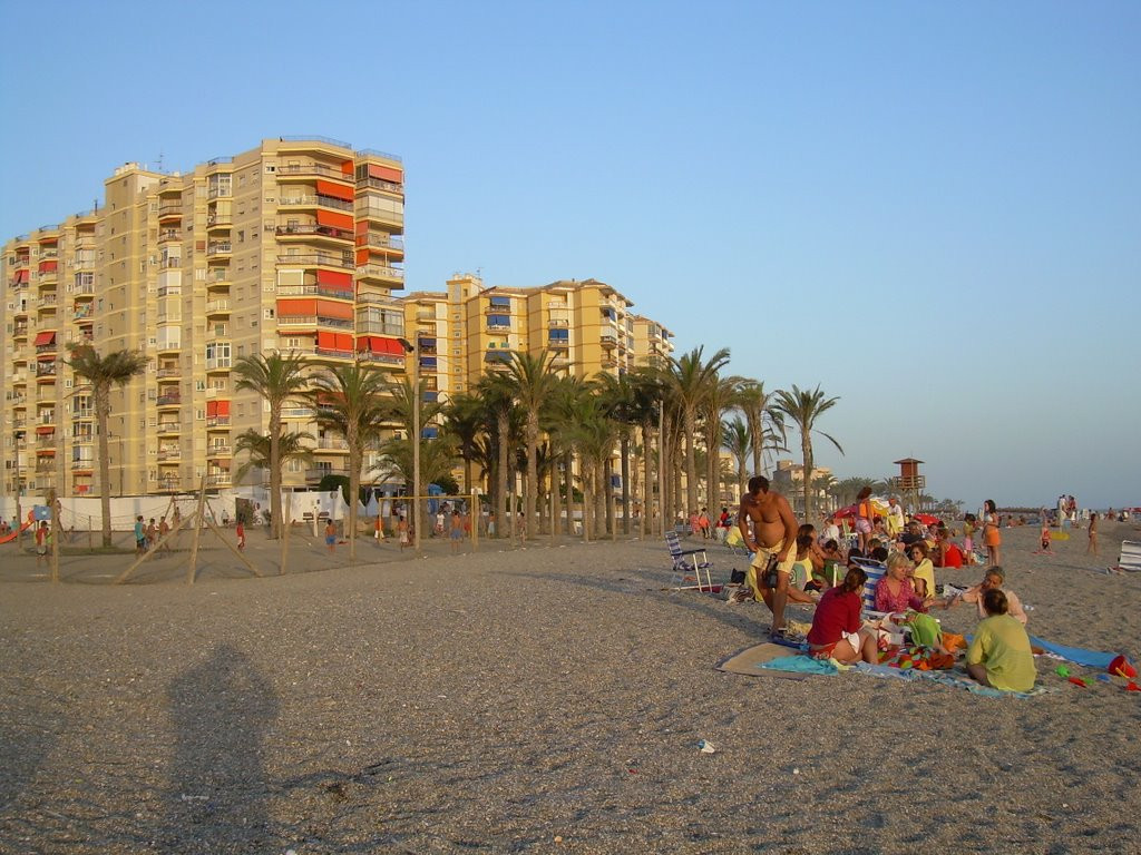 This a a well located beachside community in the Province of Granada, Urbanization Acapulco in the a, Spain