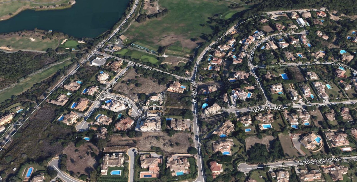 Fantastic residential plot in the F Zone in Sotogrande Alto. The plot has planning permission for a , Spain