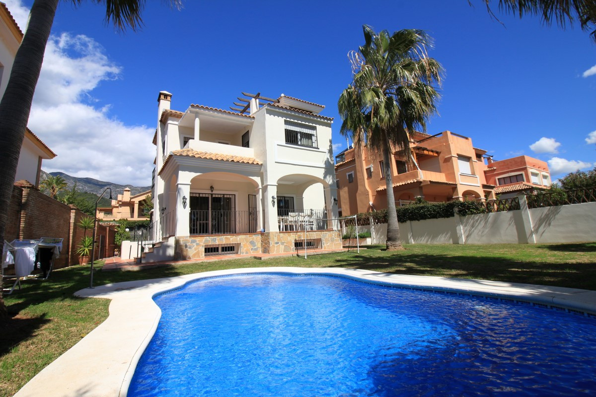 Marbella center, Detached house with 5 bedrooms, The property has 330m2 built on a plot of 583 m2 an, Spain