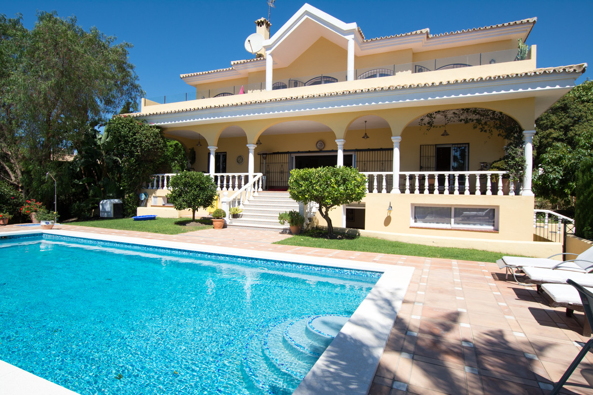 Luxury Villa with 5 Double Bedrooms and 5 En-Suite bathrooms plus a private guest apartment Substant, Spain