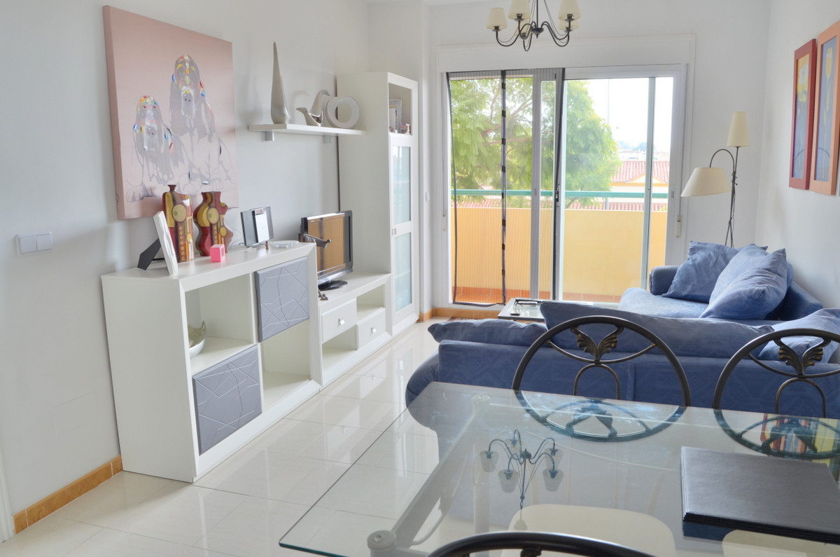 Fastastic 2 bedroom apartment in Los Pacos, one of the better stablished residential areas on the co,Spain