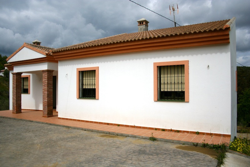 Brand New Villa.  Between Monda and Guaro.  We are pleased to offer this new villa with pristine con, Spain