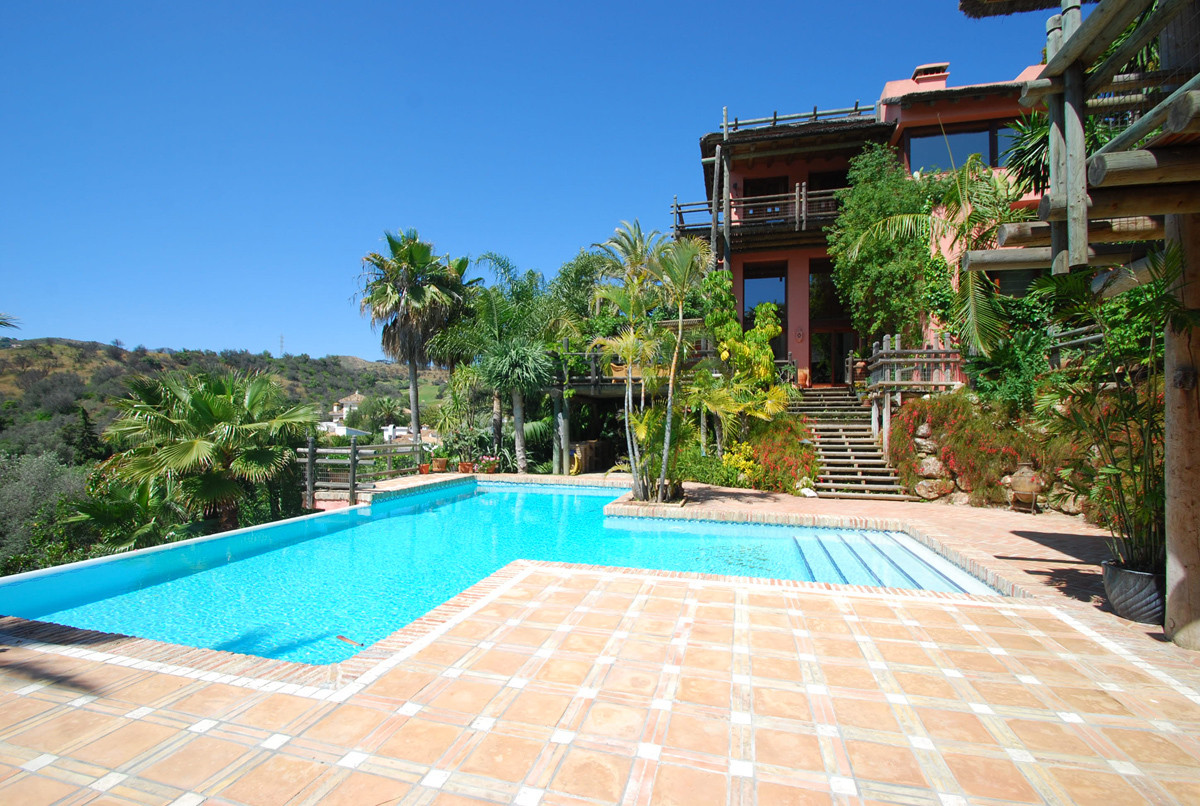 Unique style villa in El Rosario, located on 1 st golf line with panoramic golf and mountains views,,Spain