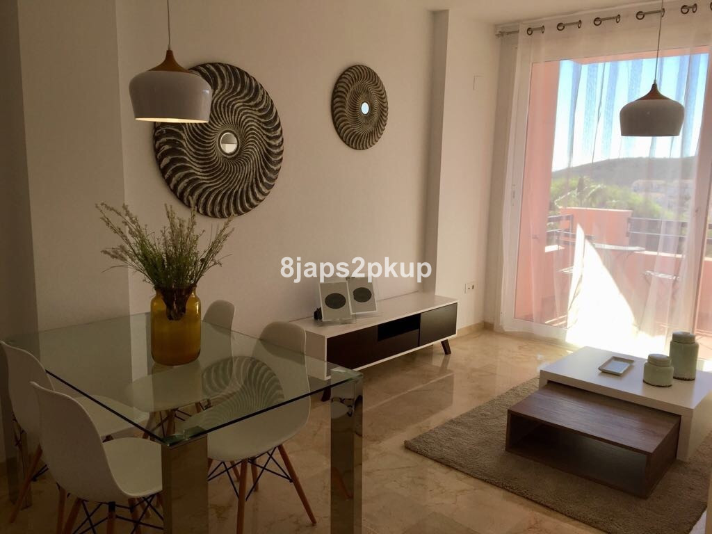 Super Price, only in December!!!!!!!!!!!!  Great apartment next to Duquesa port, only two minutes dr, Spain