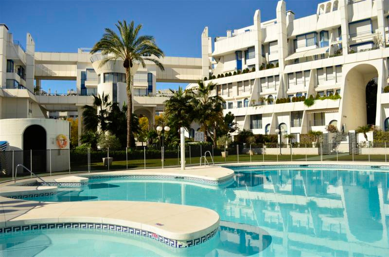 Beautiful Duplex Apartment situated in one of the most exclusive development on SECOND LINE BEACH IN,Spain