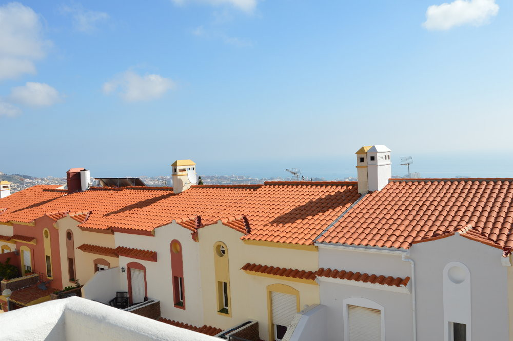 JUST REDUCED FROM 265.000 € to 229.000 € FOR A QUICK SALE!  Nice townhouse located in Benalmadena Pu,Spain