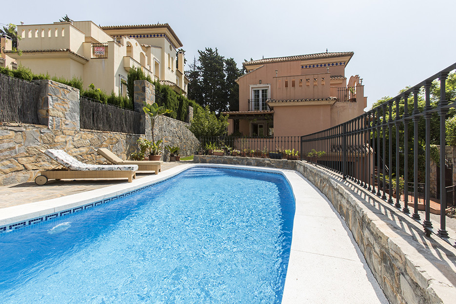 GREAT VILLA IN THE CENTER OF URBAN. This villa is located in one of the most requested areas of Marb, Spain