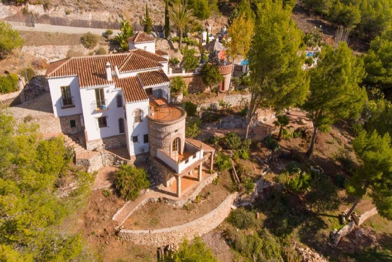 Welcome to the beautiful Frigiliana and an accommodation beyond the usual! Here we can introduce vil,Spain