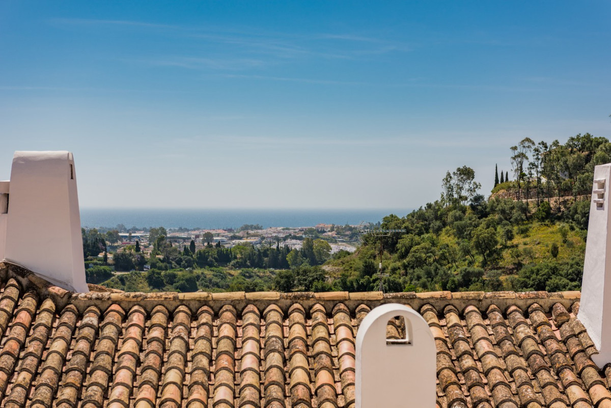 Spacious apartment with very good orientation, fantastic al-fresco dinning terrace and with magnific, Spain