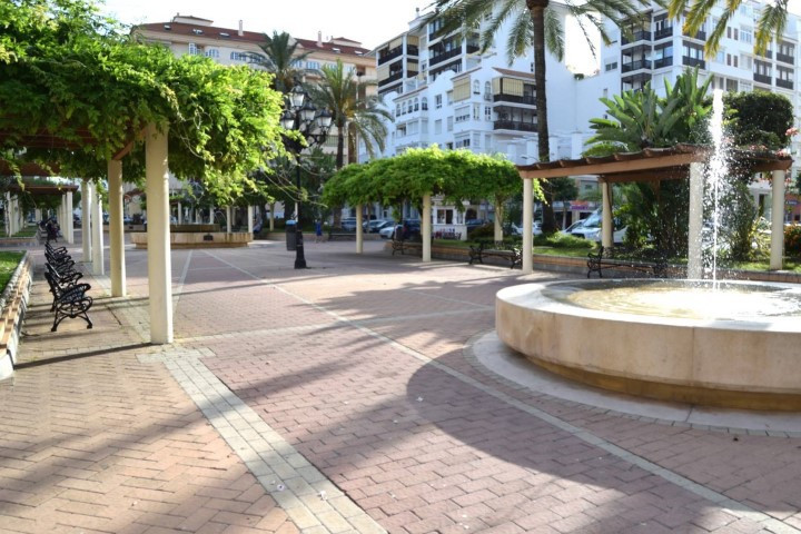 Spacious apartment within easy reach to all kind of services, such as; restaurants, bars, supermarke, Spain
